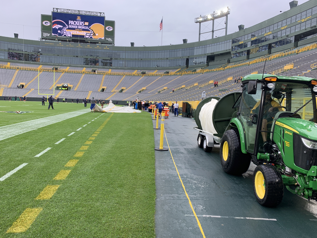 The forecast calls for rain chances between 70 and 90 percent all game for Broncos-Packers, but that doesn't mean Aaron Rodgers and Joe Flacco won't be able to throw it. There's virtually no wind at Lambeau Field.