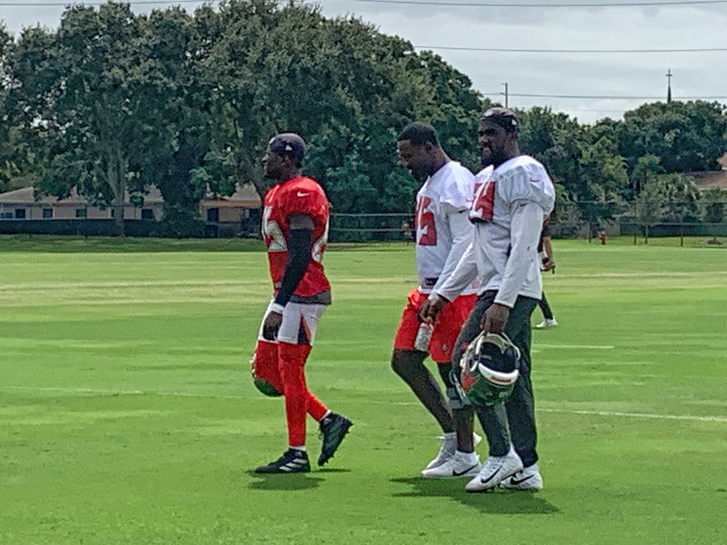 Bucs coach Bruce Arians has ruled out Devin White, Jamel Dean, Blaine Gabbert and Devante Bond for Sunday against the Giants. That's White in between Deone Bucannon and Lavonte David. Tough to see, but he's got a bulky brace on his left knee.